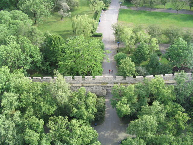 View of the wall below, from Eiffelovka